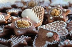 Ihned měkké medové vánoční perníčky | NejRecept.cz Meringue Cookies, Macaroons, Gingerbread Cookies, Sugar, Desserts, Christmas, Winter Decorations, Food, Xmas Ideas