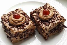 """Νόστιμη συνταγή μαγειρικής από """"Katia Stoianova-ΟΙ ΧΡΥΣΟΧΕΡΕΣ / ΗΔΕΣ"""" Υλικα: 200γρ ζαχαρη,4 αυγα,180γρ.αλευρι που φουσκωνει μονο του,1 βανιλια,2 κ.τ.γ. κακαο Για την κρεμα: 500γρ σαντιγυ ζαχαροπλαστικης με 3 κ.τ.σ.ζαχαρη αχνη,και 200γρ μερεντα. Για το σιροπι 1 φλυτζανι τσαγιου Greek Recipes, Cheesecake, Muffin, Food And Drink, Breakfast, Sweet, Desserts, Morning Coffee, Candy"""