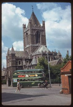 In American photographer Charles Cushman visited Ireland and captured wonderful photos of its capital, Dublin, on color slides. Dublin Ireland, Ireland Travel, Old Pictures, Old Photos, Images Of Ireland, Ireland Pictures, Then And Now Photos, Dublin City, Romantic Photos