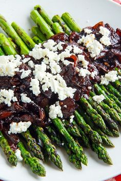 Grilled Asparagus with Bacon and Balsamic Caramelized Onions and Goat Cheese (aka Bacon Jam Asparagus) Grilled Asparagus Recipes, Asparagus Bacon, Cauliflower Recipes, Side Dish Recipes, Vegetable Recipes, Clean Eating, Healthy Eating, Cooking Recipes, Healthy Recipes