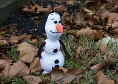 Olaf the Snowman! Inspired by the movie Frozen. He loves to give warm hugs!  #crochet #frozen #pattern #ravelry #amigurumi