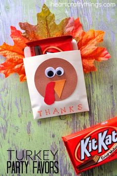 Are you gearing up for loads of Thanksgiving festivities in the coming weeks? Whether you're hosting a family get-together, helping with school parties, or celebrating with close friends, I have the perfect DIY Thanksgiving turkey Thanksgiving Teacher Gifts, Thanksgiving Favors, Thanksgiving Crafts For Kids, Thanksgiving Parties, Thanksgiving Turkey, Holiday Crafts, Holiday Fun, Fall Crafts, Halloween Teacher Gifts