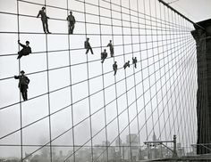 painters on the cables of the Brooklyn Bridge 1914