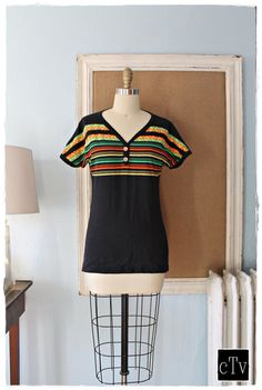 """Funky Vtg 70's Aztec """"DONNKENNY"""" Striped Pattern Wood Button T-Shirt"""