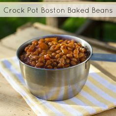 Crock Pot Slow Cooker Boston Baked Beans-theses taste similar to store bought, but i can control the sugar. Add tomato puree and a little water as well. Slow Cooker Baked Beans, Crock Pot Slow Cooker, Crock Pot Cooking, Slow Cooker Recipes, Crockpot Recipes, Dog Food Recipes, Cooking Recipes, Boston Baked Beans, Making Pulled Pork
