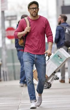 All the Times Ryan Reynolds Turned the Street Into a Runway This Year Ryan Reynolds Style, Casual Outfits, Fashion Outfits, Fashion Trends, Fashion Men, Urban Style Outfits Men, Fashion Photo, Style Fashion, White Converse Outfits