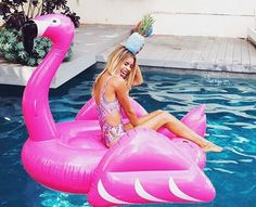 The giant flamingo float