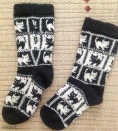 Olen kauan haaveillut kissavillasukista! Knit Socks, Knitting Socks, Stocking Pattern, Fair Isle Knitting, Winter Accessories, Mittens, Diagram, Stockings, Crochet