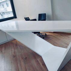 #officedesign #solidsurfaces #interiordesign #arcitecture #arcitecturelovers #karasoulassa #whiteoffice #PLH #karasoulassa Solid Surface, Dining Table, Desk, Furniture, Home Decor, Interiors, Dining Room Table, Desktop, Decoration Home