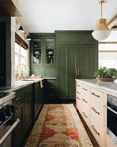 Green Kitchen Cabinets, Kitchen Colors, Natural Wood Kitchen Cabinets, Green Kitchen Walls, Vintage Kitchen Cabinets, Gold Kitchen, Kitchen Pendants, Kitchen Taps, Kitchen Island Sink