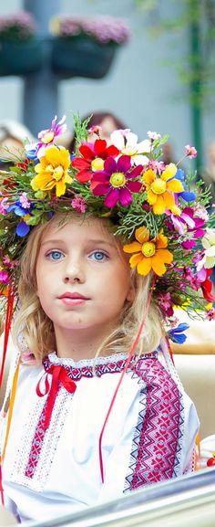 Belle photo pleine de belles couleurs. Beaux yeux mademoiselle !
