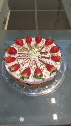 Erdbeer - Quark - Torte mit Joghurette, ein sehr leckeres Rezept aus der Kategorie Torten. Bewertungen: 29. Durchschnitt: Ø 4,3.