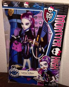 In Box Pictures of New Scaremester Jinafire and Clawdeen - Monster High Dolls .com. ANOTHER one I don't have yet.