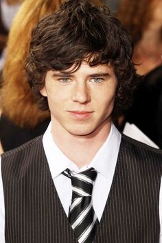 Charlie McDermott - I want to pinch his cheeks, he's so cute!