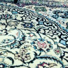 A garden of flowers right at home  #rugsfordays #antiques #vintage #modern #interiordesign #design