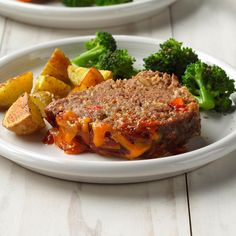 Taste of Home meat loaf recipes are all Test Kitchen-approved! Top 'em with bacon, ketchup or cheese—meat loaf is always comfort food. Slow Cooker Beef, Slow Cooker Recipes, Cooking Recipes, Crockpot Recipes, Diner Recipes, Snack Recipes, Diner Food, Fall Recipes, Meat Loaf
