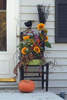 Front porch Halloween display