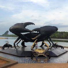 Make sure to check out one of Krabi's landmarks while you're there! #krabi #thailand #thaistagram #thailand_allshots #crab #statue #travel #travelgram #instatravel #ocean #beach #thai_ig by trysomethai