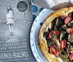 Uma tortinha peculiar para a Srta Peregrine #oorfanatodasrtaperegrineparacriançaspeculiares #ransomriggs #livro #book #tortarustica #ratatouille #receita #recipe #vegetariano #vegetarian #comida #food by cozinhaliteraria http://ift.tt/1TLjXHu
