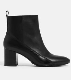 Ever wanted to build a capsule wardrobe? Here's how to create a capsule closet forever. Black Ankle Boots, Leather Ankle Boots, Capsule Wardrobe, Best Travel Clothes, Shoe Boots, Shoes Heels, Who What Wear, Zip Ups, Pairs