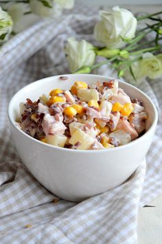 MangoPapaja: Prosta sałatka z ryżem, ananasem, wędzonym kurczakiem i kukurydzą