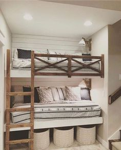 😍Isn't this room amazing? And can we talk about how cool those built in bunks. - 😍Isn't this room amazing? And can we talk about how cool those built in bunks are? Bunk Beds For Boys Room, Bunk Bed Rooms, Bunk Beds Built In, Kids Bedroom, Bedroom Decor, Build In Bunk Beds, Teen Bunk Beds, Teen Bedrooms, Bedding Decor