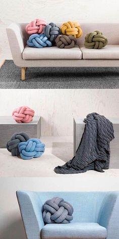 Ragnheiður Ösp Sigurðardóttir (of Umemi) found a delightfully genius way to turn tubular knit limbs into lovely knot cushions. Diy Pillow Covers, Diy Pillows, Decorative Pillows, Knot Cushion, Knot Pillow, Diy Accessoires, Futons, Arm Knitting, Soft Furnishings
