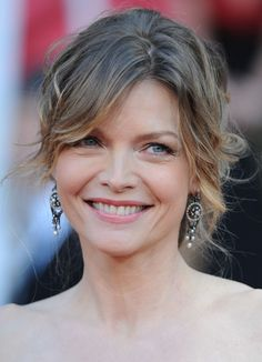 Michelle Pfeiffer Messy Updo - Michelle Pfeiffer rocked a messy-glam updo at the SAG Awards. Michelle Pfeiffer, Denise Richards, Kim Basinger, Jane Seymour, Bride Hairstyles, Trendy Hairstyles, Gorgeous Hairstyles, Samantha Jones, 50 Most Beautiful Women