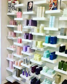 Salon Verkauf Getting Started with Kitchen Remodeling Thinking of remodeling or renovating your kitc Hair Salon Interior, Salon Interior Design, Home Salon, Beauty Salon Decor, Beauty Salon Design, Boutique Interior, Small Hair Salon, Spa Room Decor, Esthetics Room
