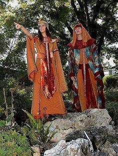 Tauchen Sie ein in das Land mit Ihren Pharaonen.  Wir führen unterschiedliche Kostüme aus diesen Epochen in unserem Lager. Neben Priestern, können Sie sich auch als Sklavin, Kleopatra oder auch als Pharao bei uns einkleiden. #pharao #Kostuemverleih #Basel #Mode #patsuniform #geschichte #cleopatra #Aegypten