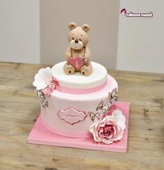 Elegant and sweet. Teddy and flowers for a first birthday party. Vanilla sponge with Rocher cream