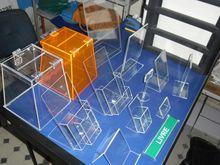 Produtos diversos em acrílicos, displays, porta folders, urnas, caixas de sugestões, placas diversas.