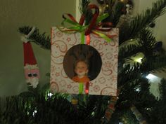 Great ornament for kids in the classroom to make for their parents!