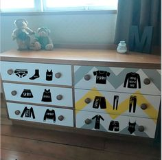 Drawer labels Help the kids organise their clothing