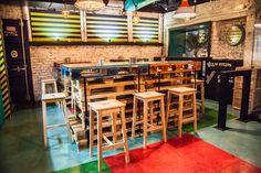 Картинки по запросу столы из паллет для кафе