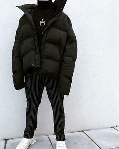 Mens Minimalist Fashion - My Minimalist Living Men Street, Street Wear, Mens Fashion Blog, Fashion Trends, Fashion Styles, Men's Fashion, Stylish Tops For Women, Stylish Men, Look 2018