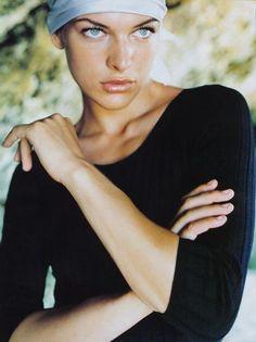 MillaJovovich Mario Testino, Milla Jovovich, Beautiful People, Beautiful Women, Beach Music, Actrices Hollywood, Cinema, American Actress, Actors & Actresses