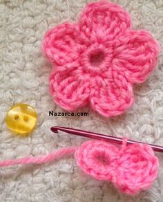 Crochet a 5 Petal Flower - Wendy Schultz via Sharin Ware onto Crochet.For Beginners Tig Isi Cicek Motif Picture Narration Newcomer … - The GardenersFive petal flower. Simple and clear instructions. Treble crochet, single stitch and foundation chain Crochet Simple, Crochet Motifs, Crochet Flower Patterns, Knit Or Crochet, Crochet Designs, Crochet Crafts, Yarn Crafts, Crochet Flowers, Knitting Patterns