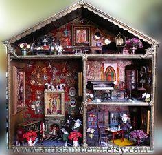 Cinco De Mayo Food Discover Custom Muertas Dollhouse Day of the Dead doll house. Oh my god I live for this! Haunted Dollhouse, Dollhouse Miniatures, Halloween Miniatures, Dollhouse Interiors, Hand Painted Crosses, Samhain, Day Of The Dead Art, Mexican Folk Art, Mexican Skulls