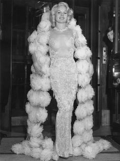 1964,Carroll Baker Carroll Baker, Old Hollywood Glam, Hollywood Stars, Female Actresses, Actors & Actresses, Stunningly Beautiful, Beautiful Women, Carol Lynley, Vestidos