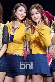 NINE MUSES SeRa & EunJi (SeJi) 131107 : [bnt포토] 나인뮤지스 은지-세라 '우리 팬들 거기 있었네~' | Daum 연예