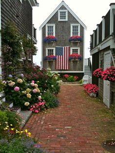 On a gray summer day, we ventured into the streets of Provincetown, at the tip of Cape Cod Massachusetts, for a stroll around some wonderful gardens. Window Boxes Summer, Gardens Of The World, Royal Park, Bloom Where You Are Planted, Peaceful Places, Cottage Living, Types Of Houses, Beach House Decor, Cape Cod