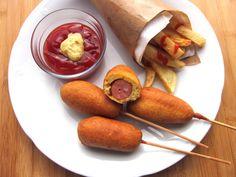 Una pincelada en la cocina: Banderillas de salchichas empanadas (Corn Dogs)