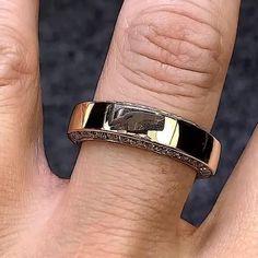 Dainty Gold Jewelry, Mens Gold Jewelry, Men's Jewelry Rings, Man Jewelry, Antique Jewelry, Mens Ring Designs, Gold Ring Designs, Gold Earrings Designs, Bracelet Designs