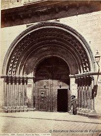 Valentia Mediaevalis. La Catedral medieval de Valencia.: Historia Gráfica de la Catedral medieval de Valencia: la puerta de la Almoina.