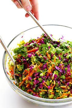 Delicious Detox Salad This easy chopped detox salad is topped with a Japanese carrot-ginger dressing, and is seriously SO delicious!This easy chopped detox salad is topped with a Japanese carrot-ginger dressing, and is seriously SO delicious! Healthy Salad Recipes, Detox Recipes, Raw Food Recipes, Vegetarian Recipes, Cooking Recipes, Vegan Vegetarian, Easy Cooking, Easy Recipes, Dinner Recipes