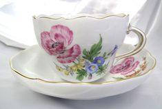 ユーロクラシクス|マイセン ベーシックフラワー 一つ花 二つ花 三つ花 四つ花 五つ花 Dresden Porcelain, Chocolate Cups, Noritake, Porcelain Ceramics, Cup And Saucer, Tea Time, Tea Cups, Hand Painted, Tableware