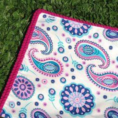 Lonas + pompones = un primor!!   facebook.com/bharanideco www.bharani.com.ar