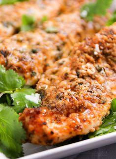 Ilyen finomat még nem ettél: kívül ropogós, belül omlós, isteni finom csirkemell szeletek! Méghozzá zéró panírral: semmi hizlaló szénhid...