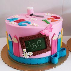 Aubriana preschool graduation Source by Teacher Cakes, School Cake, Kindergarten Graduation, Pumpkin Spice Cupcakes, How To Make Cake, Cake Designs, Eat Cake, Cake Decorating, Birthday Cake
